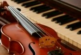 Accordéon, Chant, Guitare acoustique, Piano, Solfège